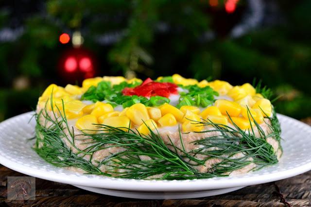 http://www.caietulcuretete.com/2017/12/salata-festiva-cu-ton-si-porumb.html