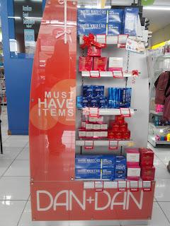 Produk Hakubi yang didisplay dekat pintu masuk Dan+Dan Store