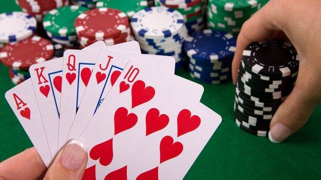 Yang suka mengikuti poker online terutama pemula STRATEGI DALAM PERMAINAN POKER ONLINE