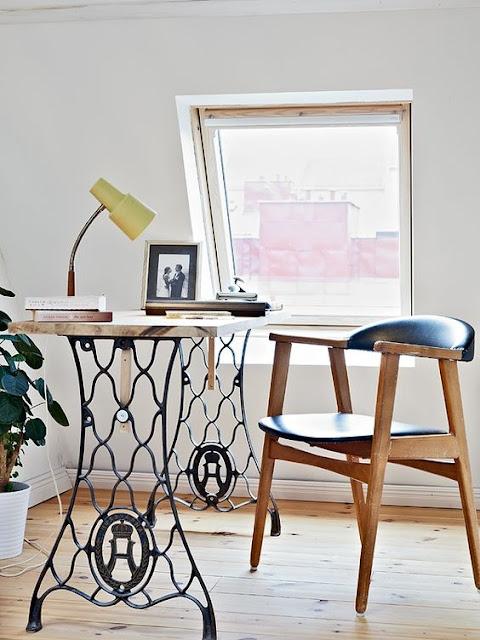 mesa grande com pé de máquina