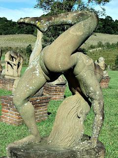 Ponte com perna elevada - Jardim das Esculturas, Júlio de Castilhos (RS)
