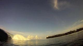 Surfing Mentawai 2012
