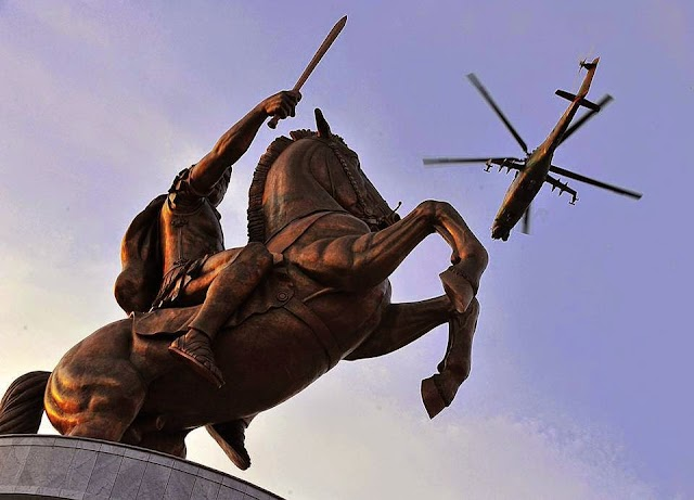 Bild des Tages - Antike trifft Moderne mitten in Skopje
