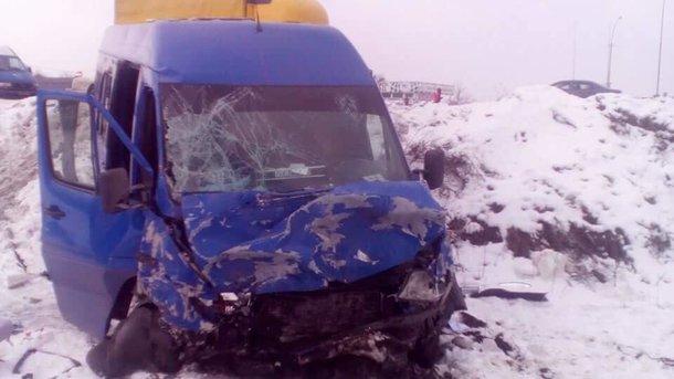 Маштабное ДТП автобуса со школьниками под Киевом: погибших двое, 9 детей пострадали