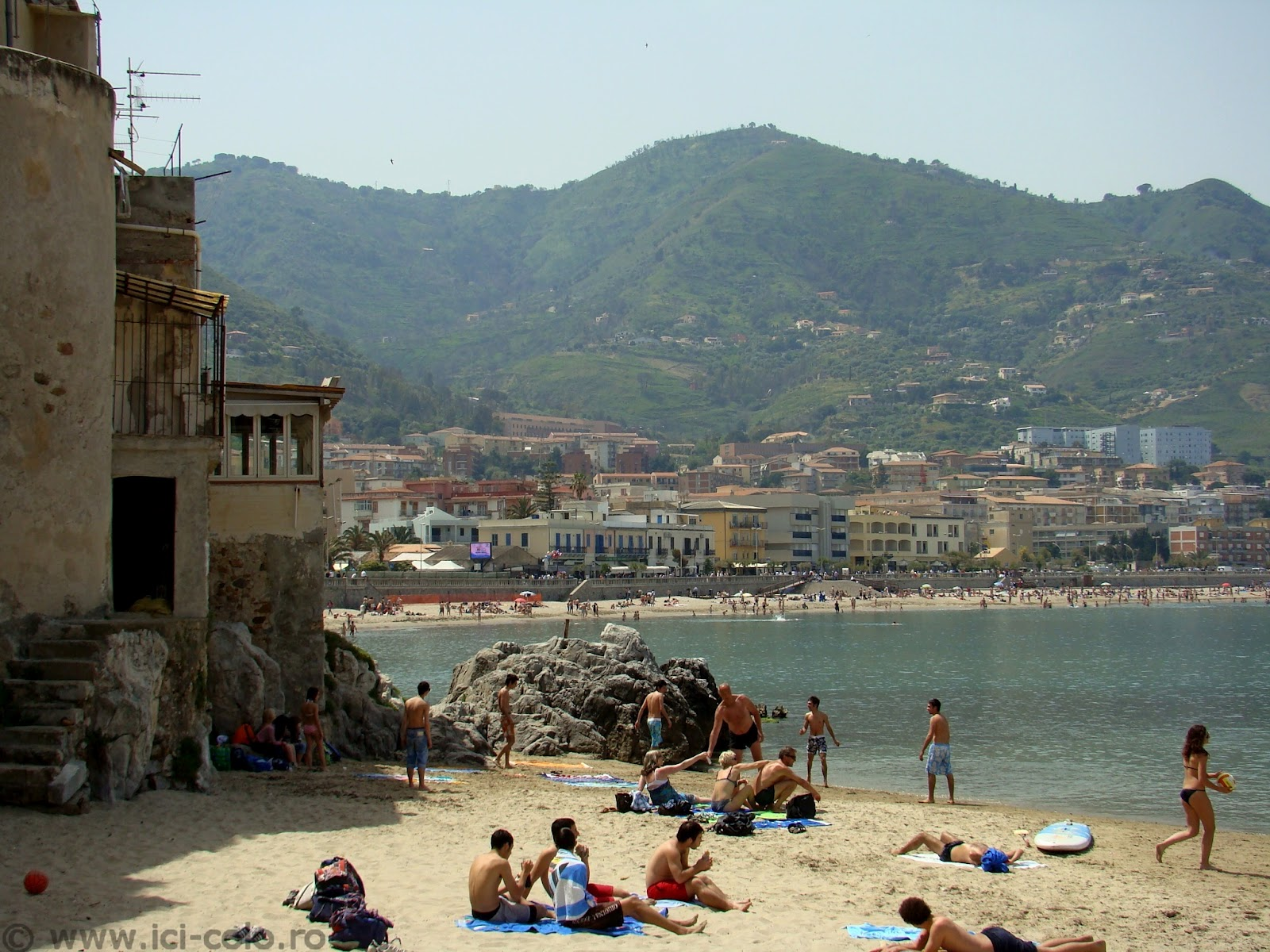 """Românce la muncă în Sicilia, """"exploatate sexual de fermieri"""" @Radio Romania Actualitati"""
