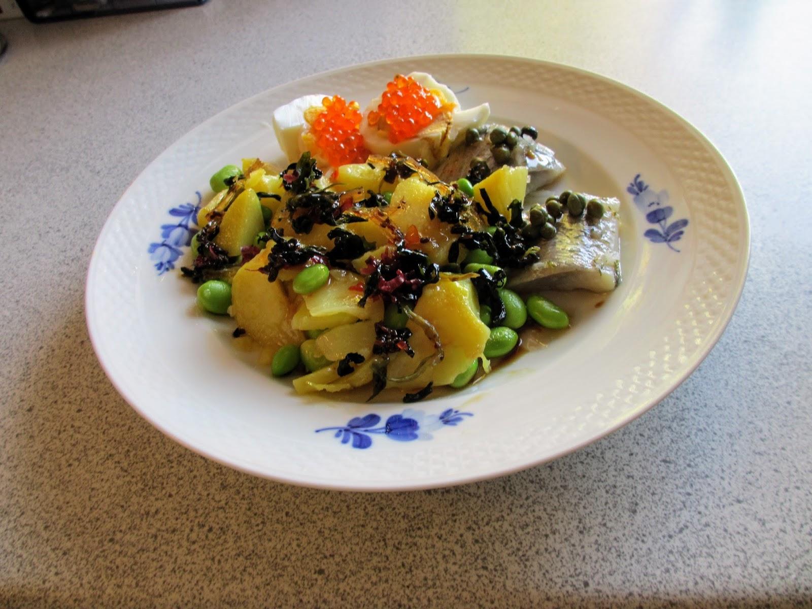 Bedstemors TangMad: Dildsild med kapers, æg med ørredrogn, brasede kartofler, edamamebønner ...