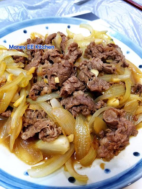 Money EE Kitchen: 日式洋蔥牛肉飯 (吉野家版) (附食譜)