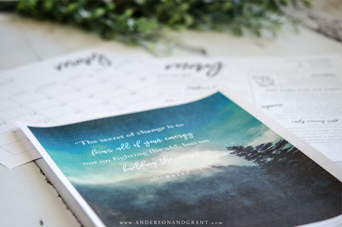 Beautiful printables to download for free each month - calendar, monthly to do list, and inspirational quote. #freeprintable #printables #printablecalendar #inspirationalquote