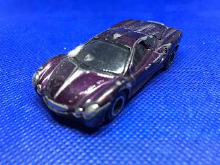 光岡自動車 オロチ のおんぼろミニカーを斜め前から撮影
