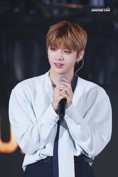 Pann] The XL Shoulders of Kang Daniel ㅋㅋㅋ ~ PinkkangVN