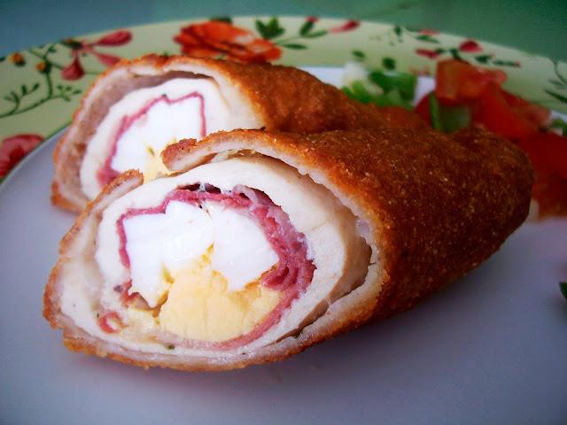 Flamenquín casero con lomón, jamón y huevo duro