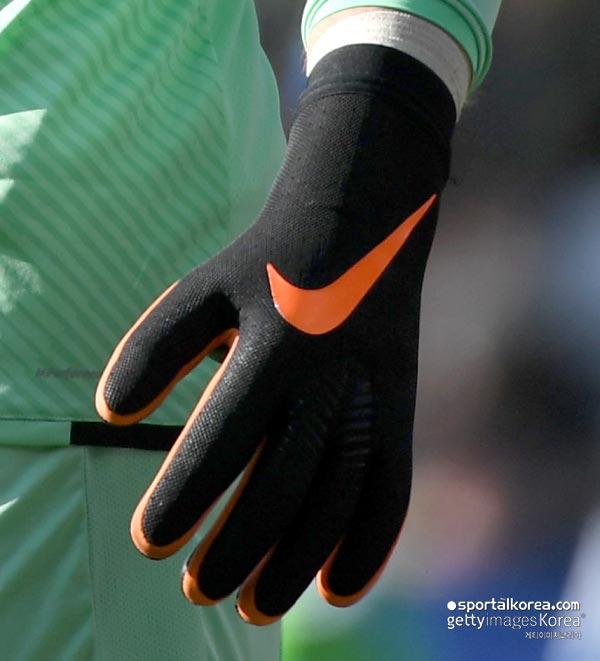 Jack Butland Debuts Revolutionary Strapless Nike ...