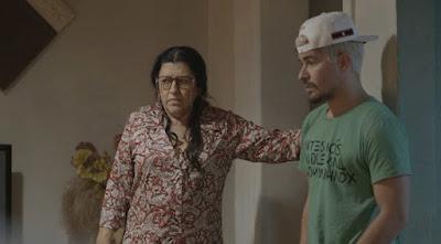 A matriarca fica em saia justa — Foto: TV Globo