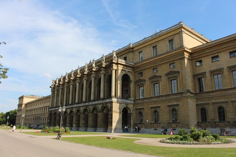 دليل السياحة في ميونخ قصر ريزيدينز الكبير