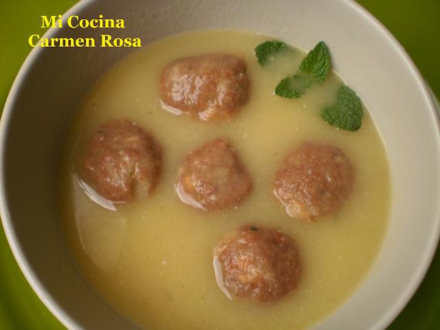 Mi cocina sopa de gallina con alb ndigas for Mi cocina malaga
