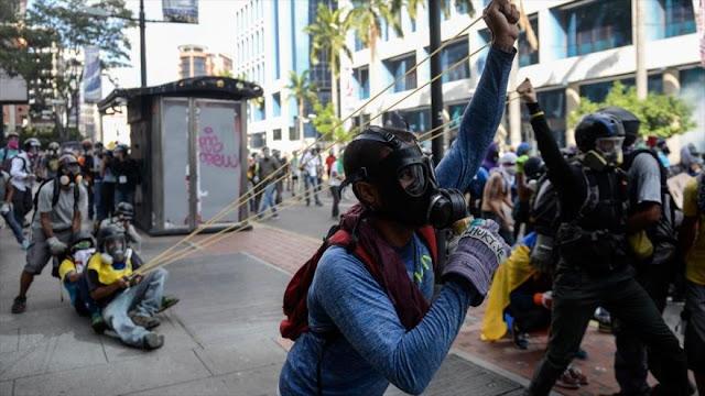 ¿Cómo los opositores venezolanos consiguen los kits para violencia?