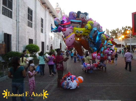 Balloon vendor outside of the Minor Basilica of the Santo Niño in Cebu City