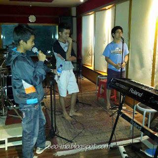 Foto Bryan Domani Sedang Bernyanyi