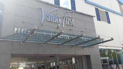 Vanity First, St. Maarten - www.modenmakeup.com