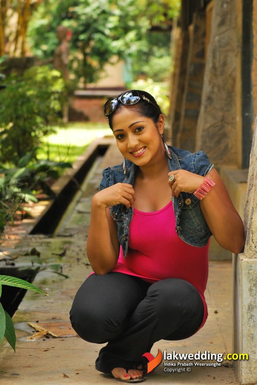 Hot And Sexy Sri Lanka Actress Dilni Lakmali New Photos -5596