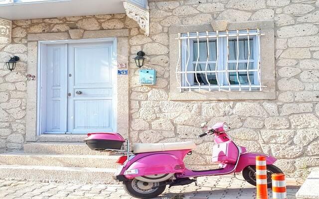 Çeşme'de-Ulaşım- Aracı-Mini-Motorsikletler