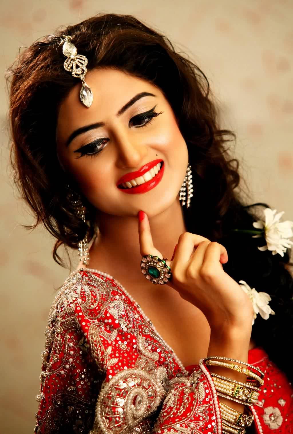 Bridal Jewellery Pictures of Sajal Ali Bridal Makeup ...