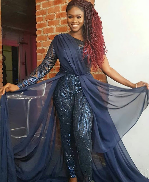 Waje rocks blonde hair