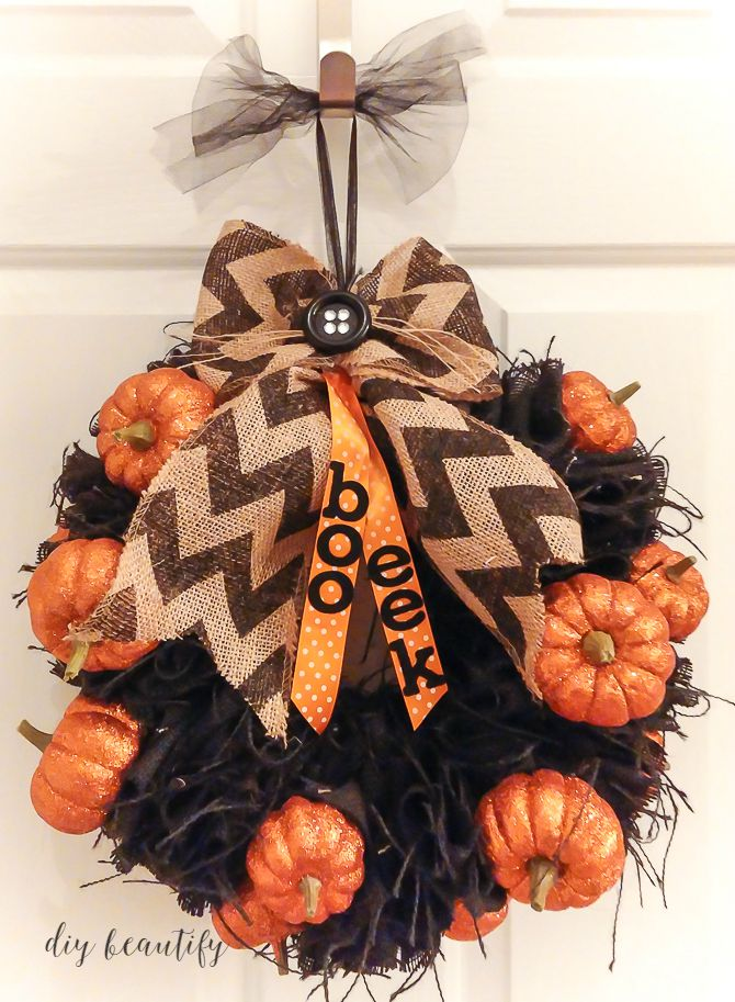 halloween burlap wreath tutorial at diy beautify