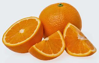 من الحمضيات لونها برتقالي
