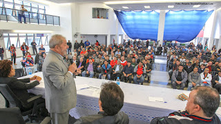 Lula é internado no Sírio Libanês e corre risco de morte, diz boato.