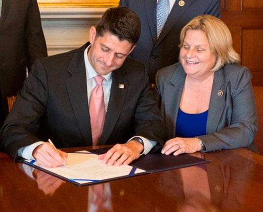 Firman proyecto de ley para extender sanciones al Gobierno de Maduro