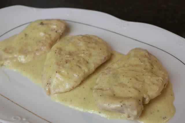 Filetes de pechuga de pollo en salsa de limón