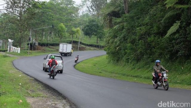 10 Famous Haunted Roads in Indonesia