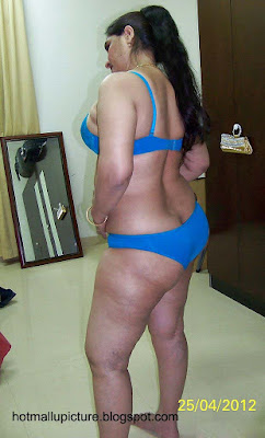 hot indian milf aunty bhuvana ready for fucking blue panty bra picture