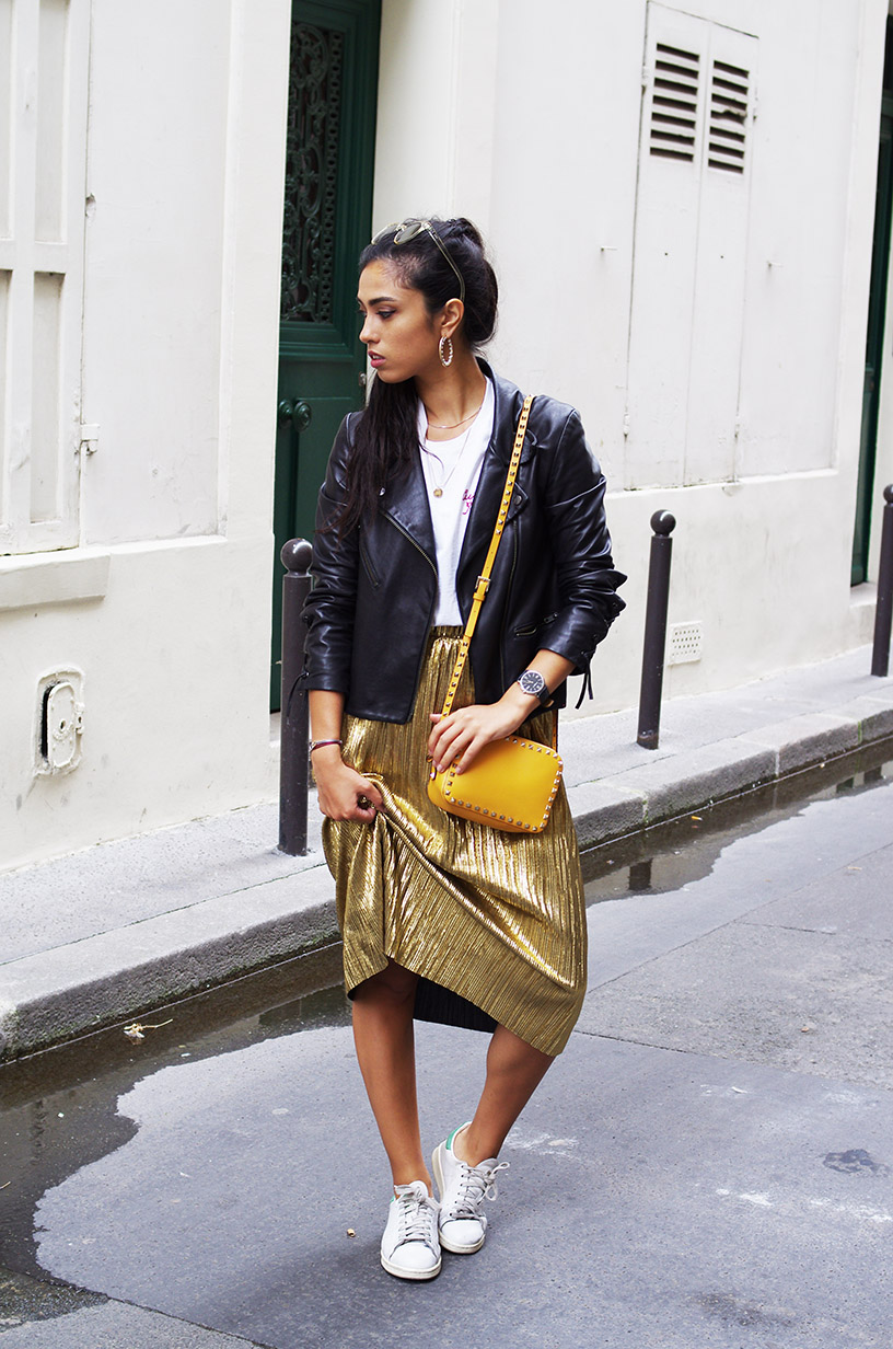 Elizabeth l Gold pleated midi skirt outfit l Zara Adidas Stan Smith Valentino Quay Australia l THEDEETSONE l http://thedeetsone.blogspot.fr