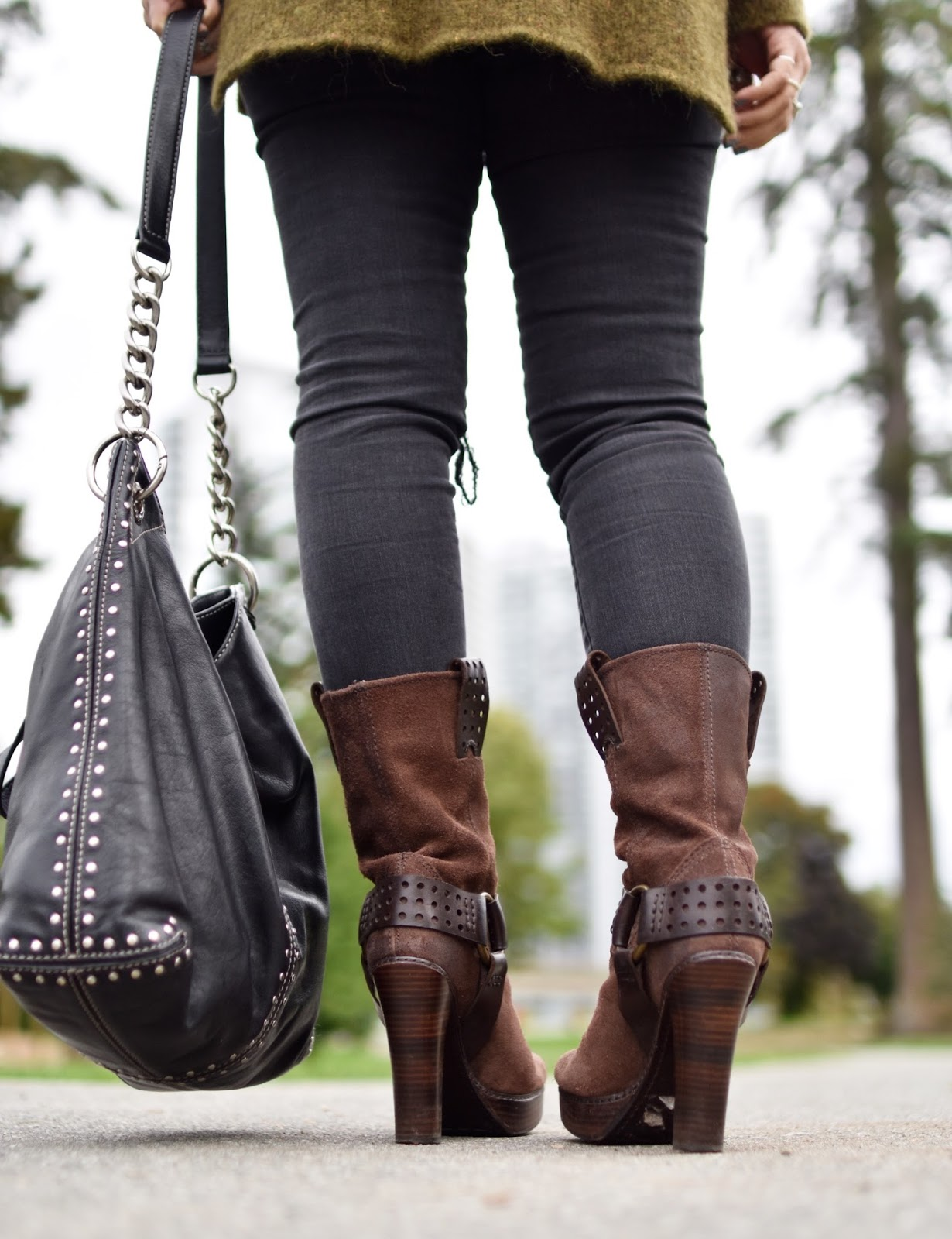 Monika Faulkner outfit inspiration - distressed skinny jeans, Frye platform harness boots