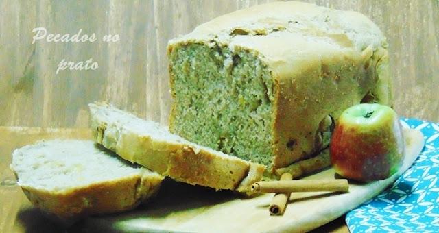 Pão de maçã na máquina de pão