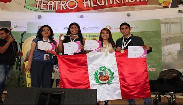 Escolares peruanos premiados en México por crema contra el vitíligo