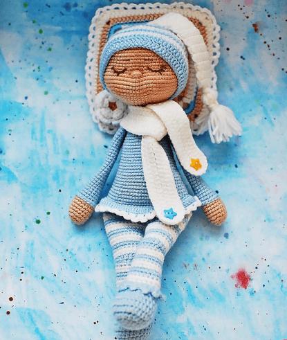 Sonia the sleeping doll amigurumi pattern