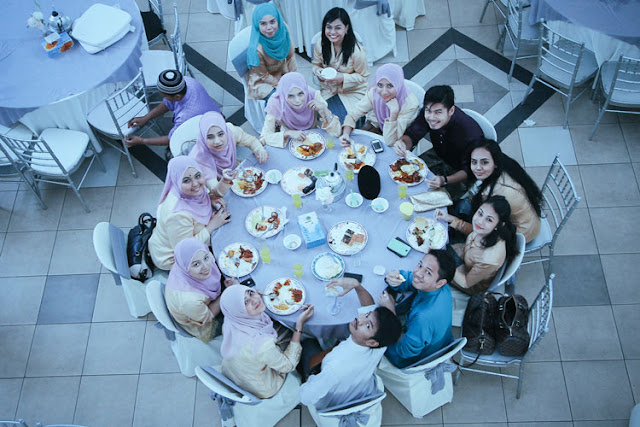 wedding reception round table