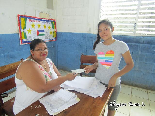 Gobierno entrega bono solidario a bachilleres de Corn Island