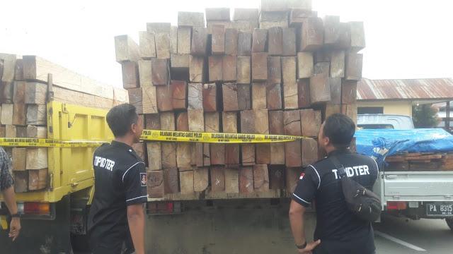 Enam Tersangka Ilegal Logging dan Barang Bukti Diserahkan ke Jaksa