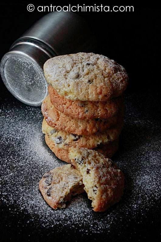Biscotti con farina di avena e gocce di cioccolato