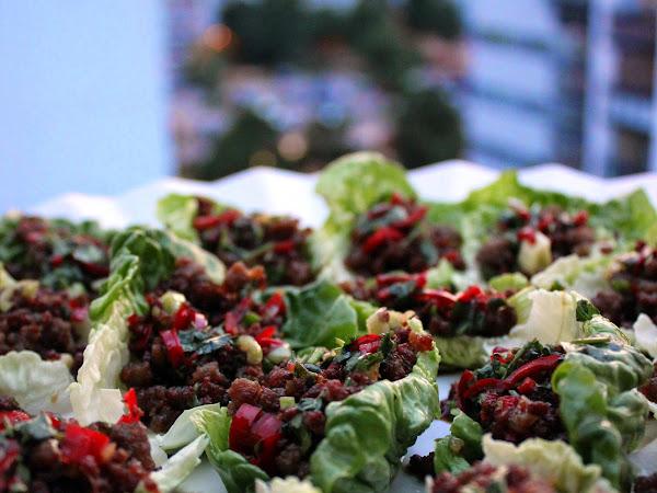 Chilillä maustetut naudanliha-salaattiwrapit