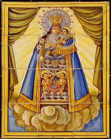 Pintura de la Virgen de los Desamparados en los cielos