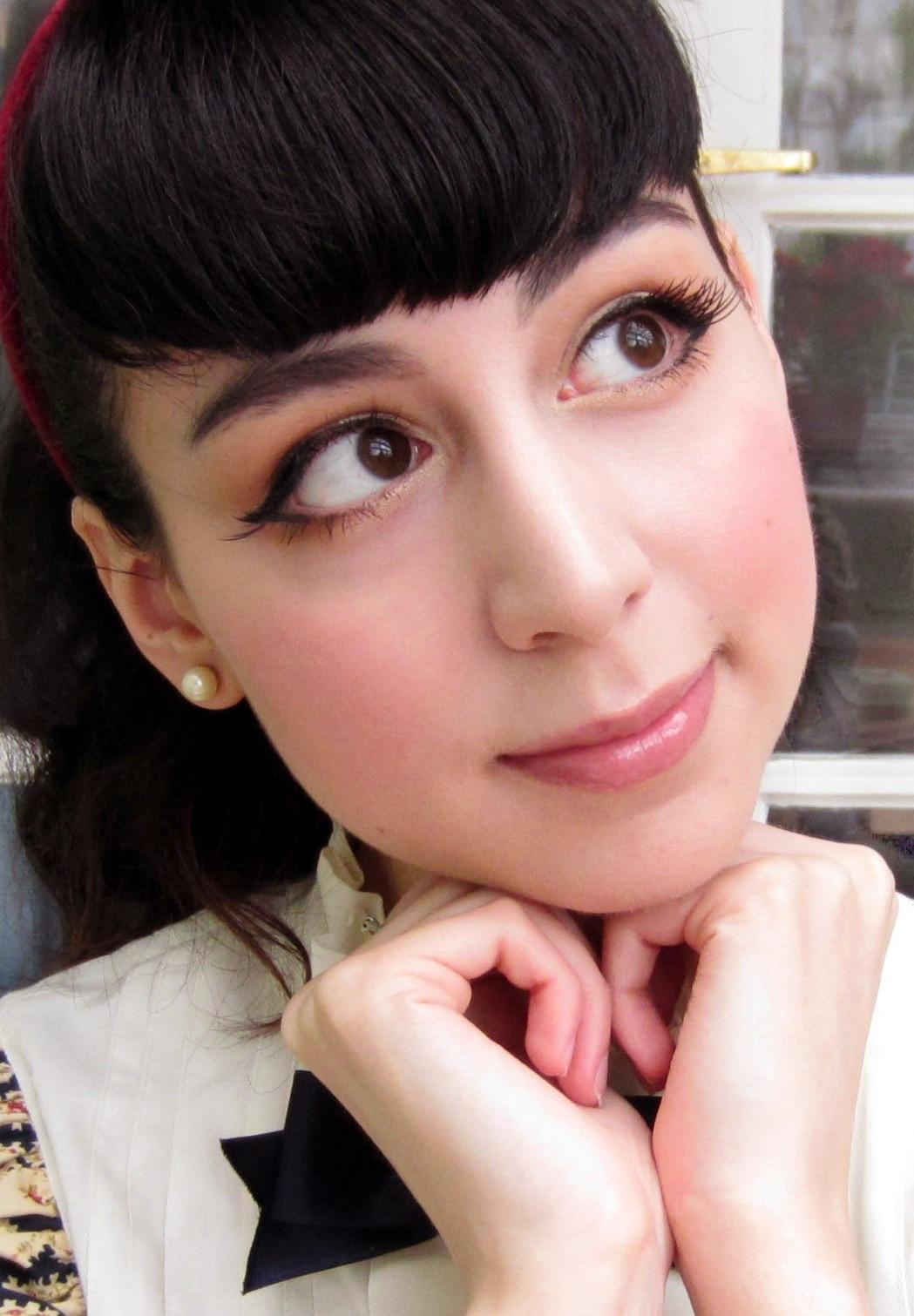 Elegant Poupée: Classic Lolita Make-up Tutorial