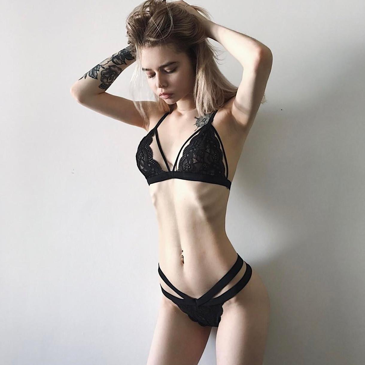 худая красивая девушка обнажается видео порно