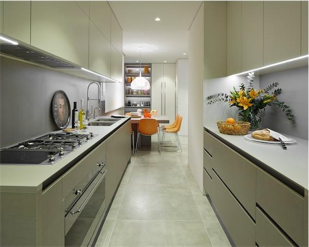 cocina en paralelo con office chicanddeco