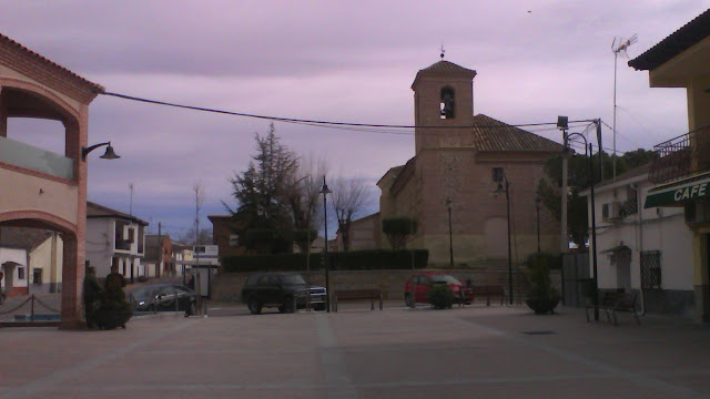 Palomeque, iglesia y plaza
