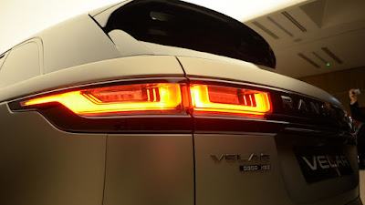 New 2018 Range Rover Velar SUV Taillight Image